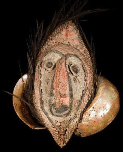 Masque BOIKEN / YANGORU. (Papouasie Nouvelle-Guinée).....