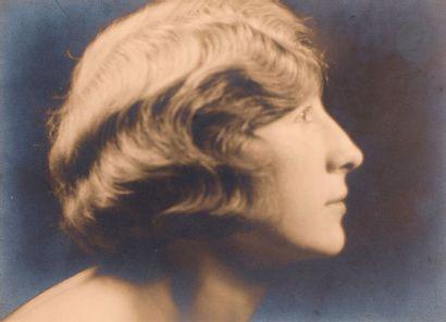 Laure Albin-Guillot (1879-1962) Jeune femme...