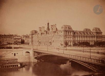 Gustave Le Gray (1820-1884) L'Hôtel de ville de Paris et le Pont d'Arcole depuis...