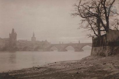 Josef Sudek (1896-1976) La Vltava et le pont...