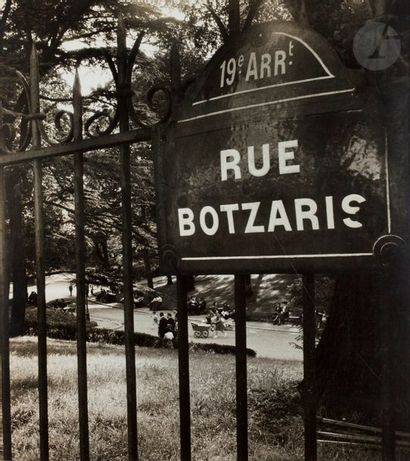 Willy Ronis (1910-2009) Les Buttes Chaumont,...