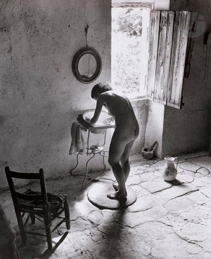 Willy Ronis (1910-2009) Gordes, 1949. Le...