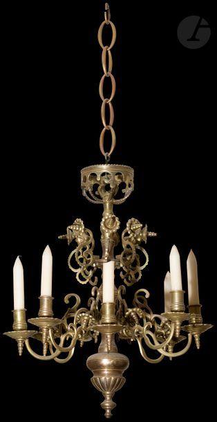 Petit lustre en bronze à sept bras de lumière,...