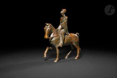 Chevalier à cheval en bronze patiné. XIXe...
