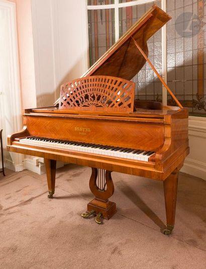 Piano demi-queue Pleyel en placage de palissandre,...