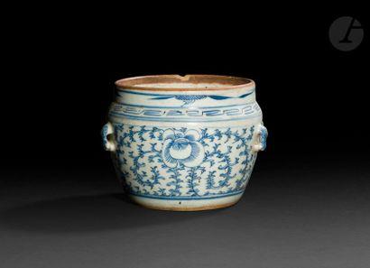 CHINE - Début XXe siècle Pot en porcelaine...
