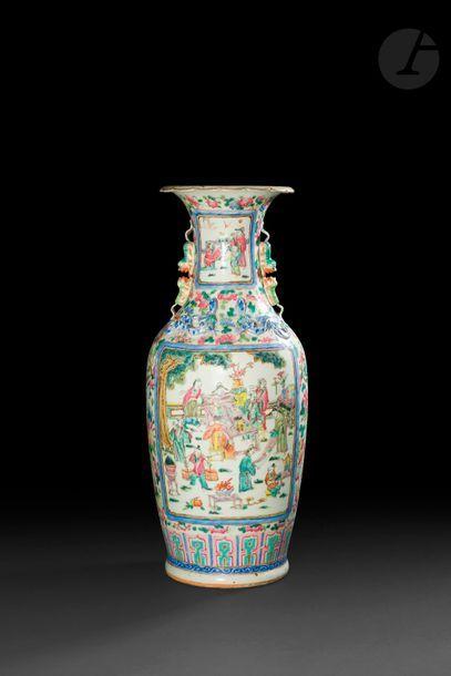 CHINE, Canton, XIXe siècle Vase balustre...