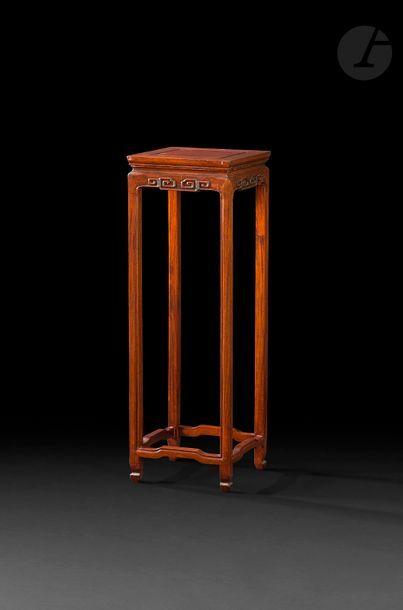 CHINE - XIXe siècle Sellette en bois à entretoise...