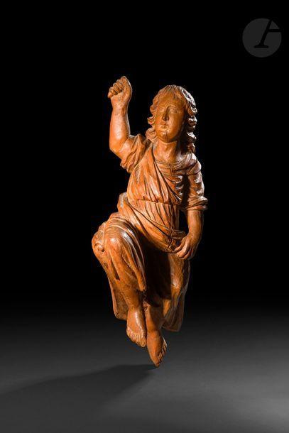 Ange en orme sculpté en ronde-bosse. XVIIe...