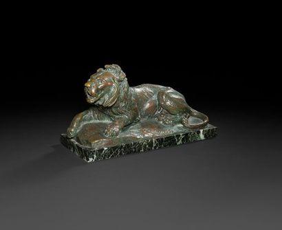 Charles Valton (1851-1918) Lion couché Bronze...