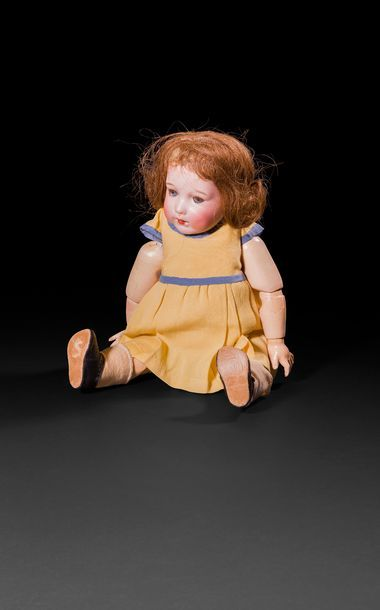 Bébé Caractère, tête en porcelaine marquée...