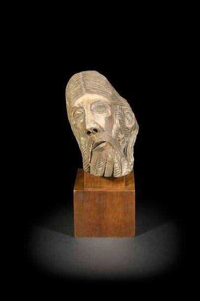 Tête de Christ en pierre calcaire sculptée...