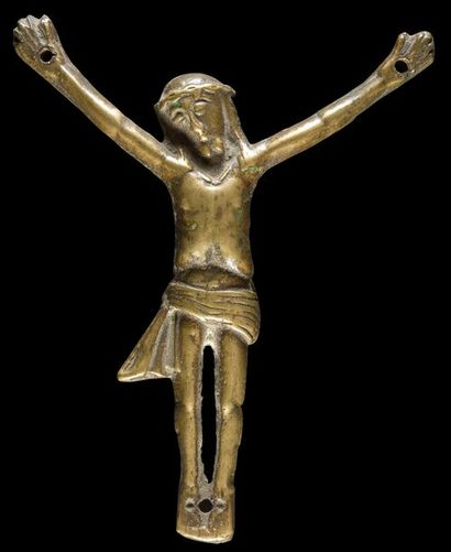 Petit Christ en bronze. Tête inclinée sur...