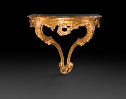 Console d'applique en bois doré de goût rocaille,...