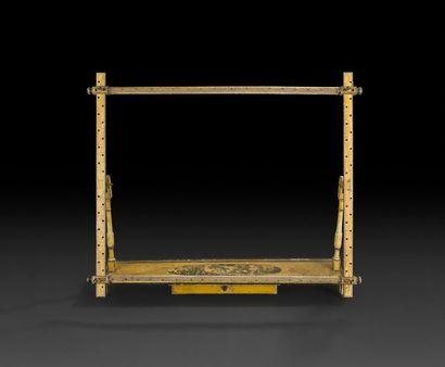 Métier à tisser en bois peint en camaïeu...
