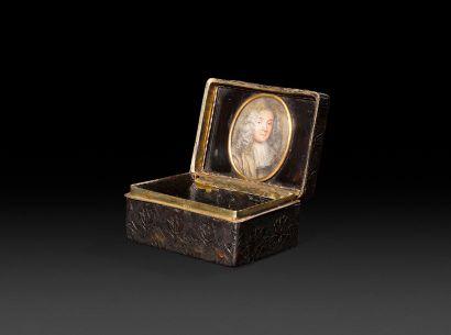 PARIS, 1750-1756 Tabatière en écaille et...