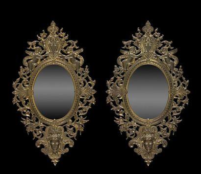 Paire de miroirs en bronze doré (usures)...