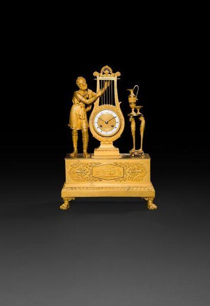 Pendule en bronze doré, le cadran en bronze...