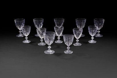 Suite de six grands et six petits verres...
