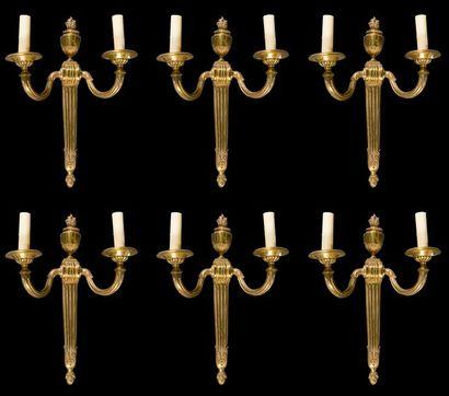Suite de six appliques en bronze doré à deux...