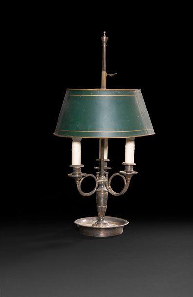 Lampe bouillotte en bronze argenté à trois...