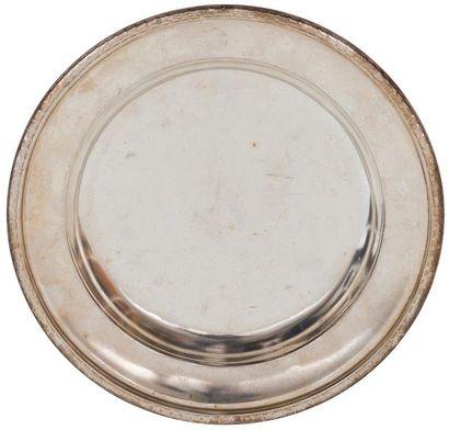 Ensemble de sept plats en métal argenté - certains de chez Christofle - Compagnie...