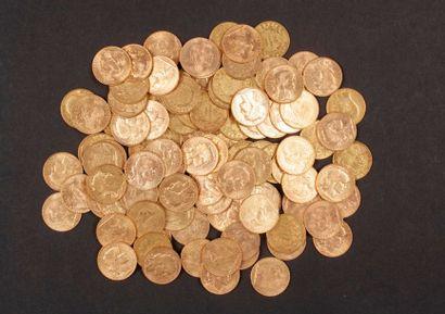 100 pièces de 20 Francs en or, dans un sachet numéroté 2017159: - 67 pièces de 20...