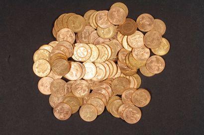 100 pièces de 20 Francs en or, dans un sachet numéroté 2017158: - 65 pièces de 20...