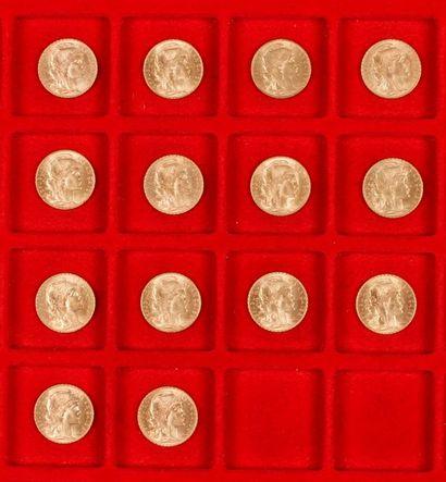 14 pièces de 20 Francs en or dans un sachet numéroté 2017087. Type Coq. 1907 - 1908...