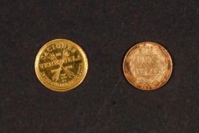 2 petites pièces en or . Amérique du Sud....