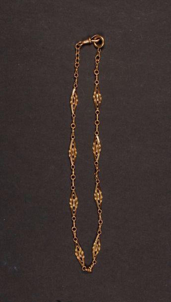 Chaîne giletière en or. Poids : 22,4 g