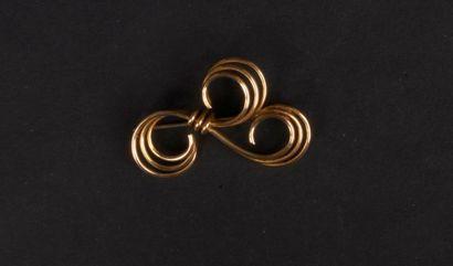 Broche en fils d'or. Poids : 10,5 g
