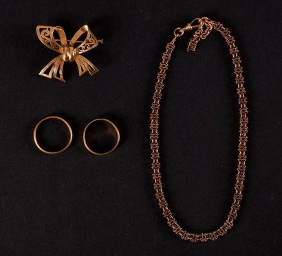 Un lot de bijoux en or. Poids : 27 g - une...