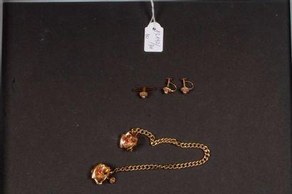 Lot d'or composé de 2 paires de boucles d'oreilles,...