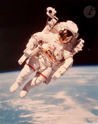 NASA Mission STS 41B Challenger, 7 février 1984. Bruce McCandless flotte librement...