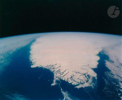 NASA Mission STS-45, Atlantis, 1992. Vue de la Terre. Le Groënland depuis la navette....