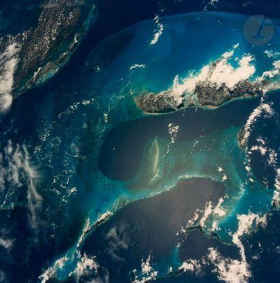 NASA Mission STS-49, Atlantis, 1992. Vue...