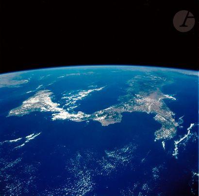 NASA Mission LMS-1 Columbia, 20 juin-7 juillet 1996. Vue de la Terre. Sicile et...