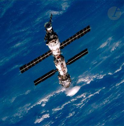 NASA Mission STS-106 Atlantis, 2000. La Station...