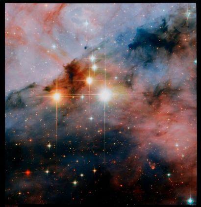 NASA Télescope Hubble, 25 novembre 2008. Mammoth Stars. Étoiles WR15 et Tr16-244....