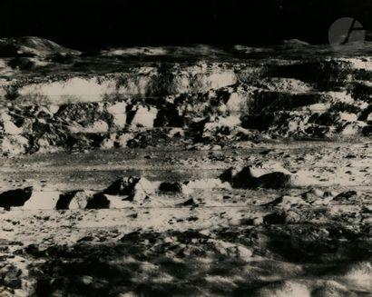 NASA Lunar Orbiter Project. Mission 2, novembre 1966. Surface lunaire. Épreuve argentique...