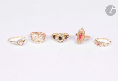 Lot de bijoux comprenant : 3 bagues en or...