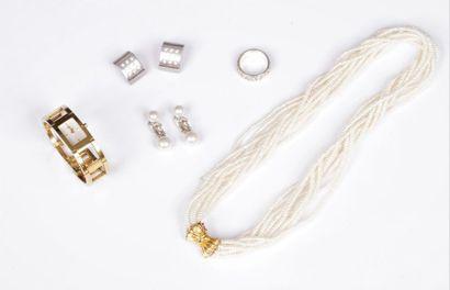 Lot de bijoux comprenant : un collier multi-rangs...