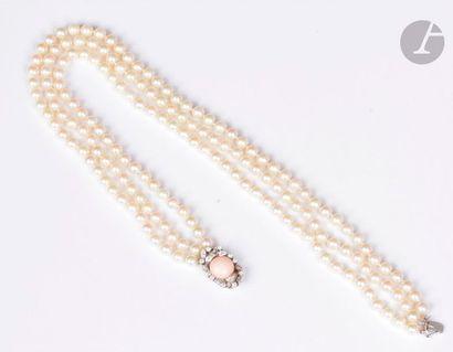 Collier de 3 rangs de perles de culture,...