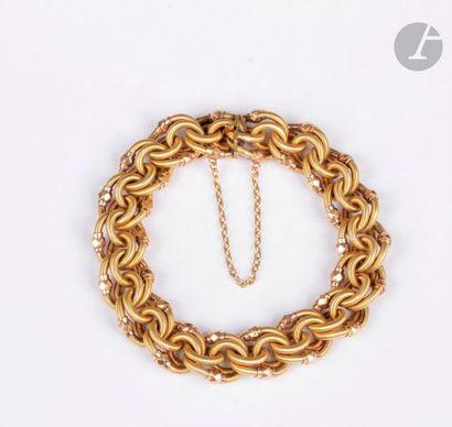 Bracelet en or jaune 18K (750), articulé de maillons striés enchevêtrés. Travail...