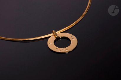 DINH VAN. Collier câble en or jaune 18K (750) composé de 5 fils, retenant un pendentif...