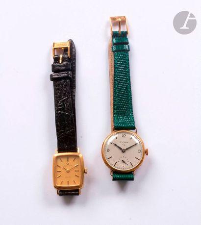 Lot de 2 montres bracelet de femme en or...