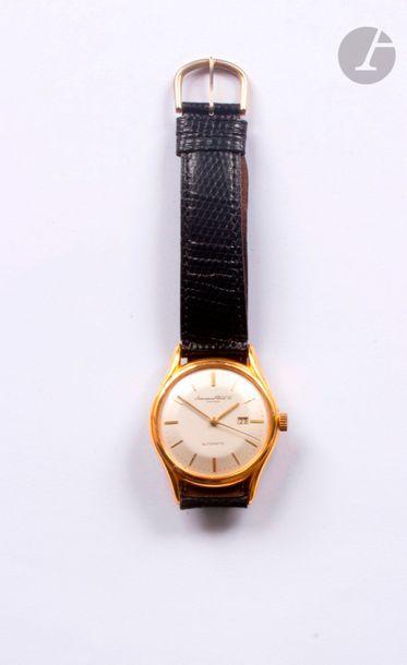 IWC. Montre bracelet d'homme en métal doré....