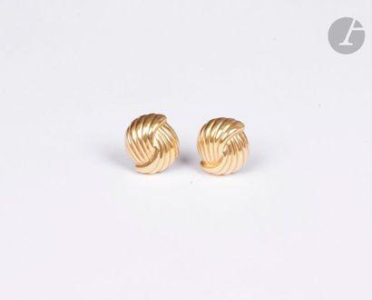 Paire de clips d'oreilles en or jaune godronné...