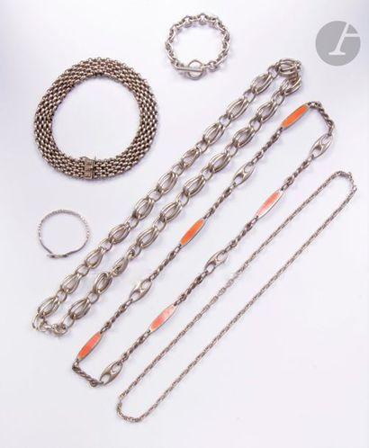 Lot de bijoux en argent : un bracelet et...